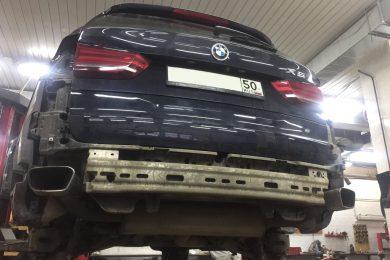 Установка фаркопа и ЖК приборной панели BMW X5 F15