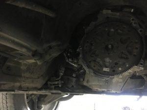 БМВ Х6, 2011 год. На ходу разлетелся карданный вал, пробит корпус акпп, замена КПП и карданного вала