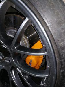 Установка спортивной подвески и усиленных тормозов
