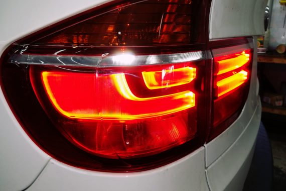Установка оригинальных рестайлинговых задних огней BMW E70