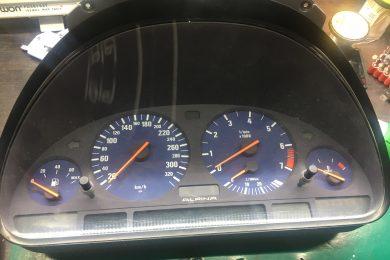 Ремонт панели приборов в BMW E39 Alpina B10 3.2