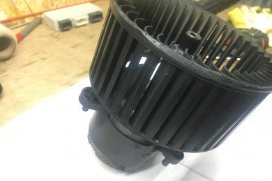 Вскрытие моторчика печки в BMW E70/71, Х5, Х6