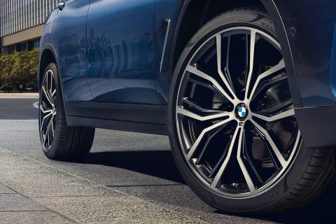Замена тормозных колодок BMW