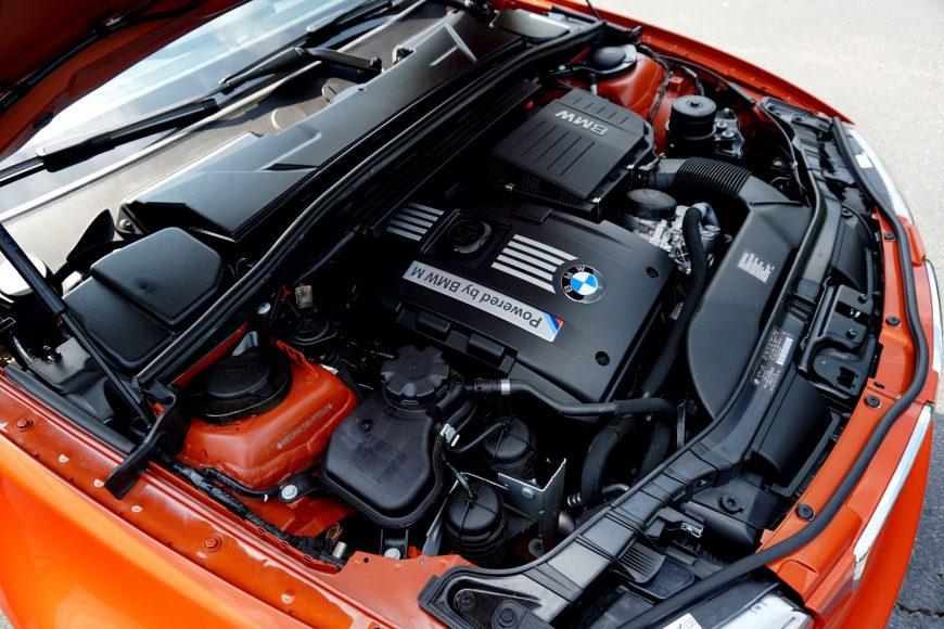 Замена свечей зажигания BMW